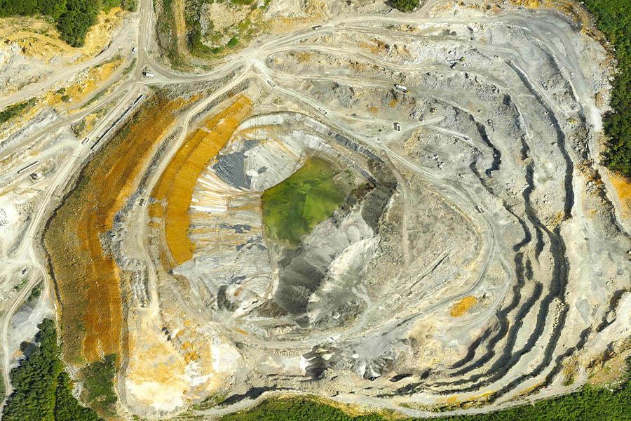 <span>Açık / Kapalı Maden İşletmeleri</span><i>→</i>